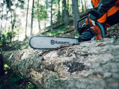 How To Stop a Chainsaw From Pinching